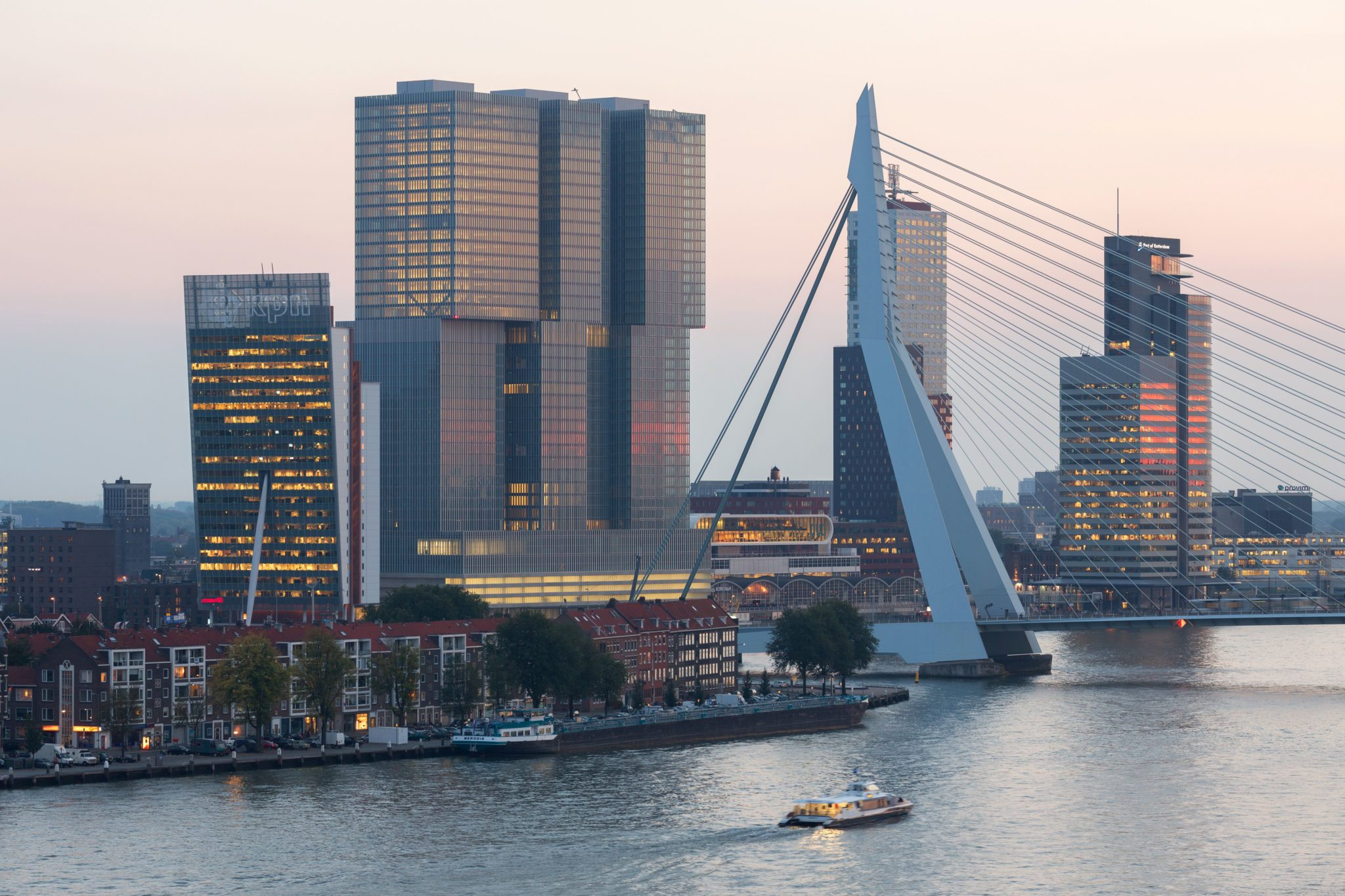 The complete shipping guide of the Port of Rotterdam!