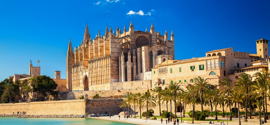 moving-around-majorca-whiteandcompany.co_.uk-cathedral-palma-majorca-slider-image