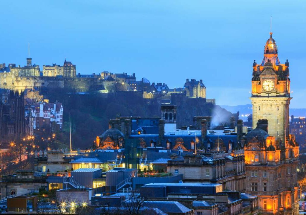 Removals Edinburgh, The Castle and royal mile at dusk