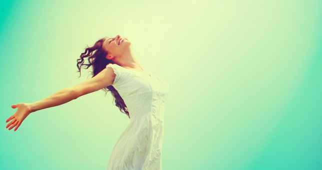 Free Happy Woman Enjoying Nature. Beauty Girl Outdoor