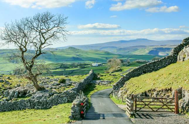 Beautiful yorkshire dales landscape stunning scenery england tourism uk green rolling hills road