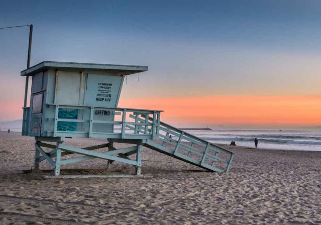 Removals to California, Beach hut at sunset California