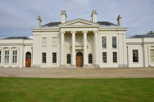 hylands house, Chelmsford from front